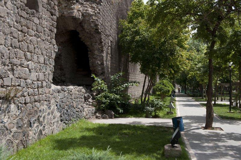Diyarbakir June 2010 7629.jpg