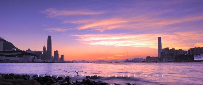 An evening with Hong Kong Skyline YKL 3344.jpg