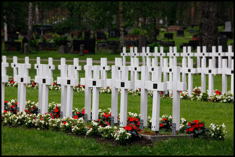 Finnish soldiers buried during WWII at Nuijamaa close to Russia