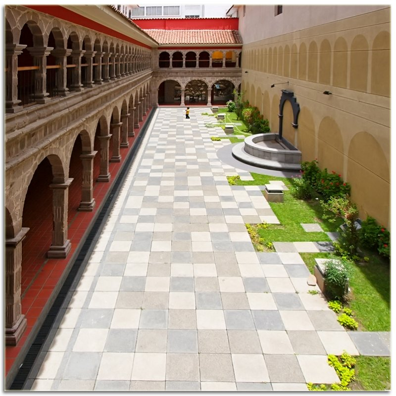 Patio del convento San Francisco