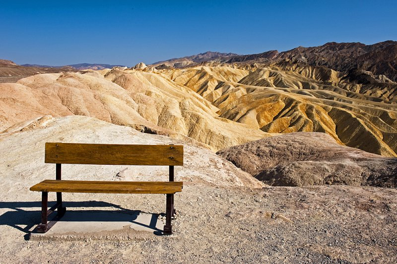California - too much heat to take a seat at the Zabriskie Point - troppo caldo per sedersi allo Zabriskie Point
