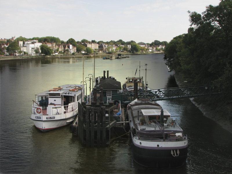 Thames from Kew Bridge autumn.jpg