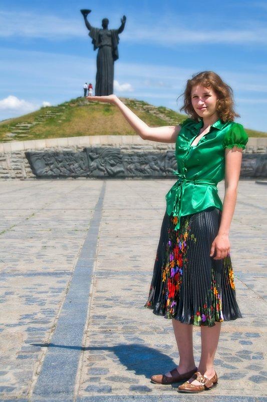 Tanya holding Motherland statue, Cherkasy