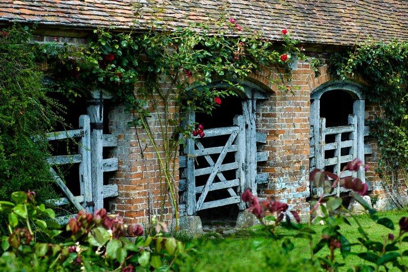 Stable gates, Barrington Court (4239)