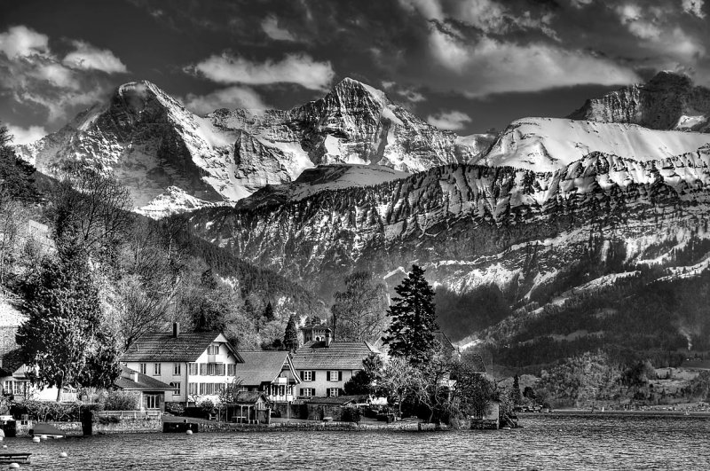 Lakeside homes and mountains, Thunnersee