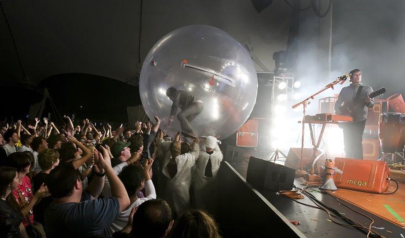 Wayne floats on the crowd