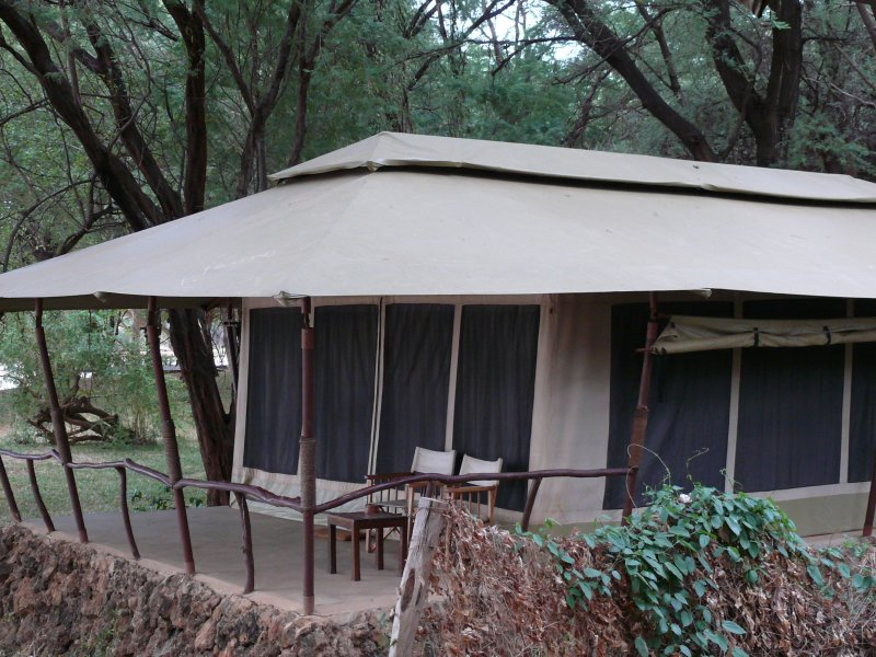 The tents at Larsens Camp