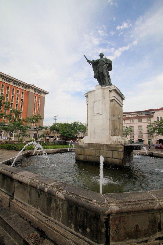 Plaza Intramuros, Manila (4).jpg