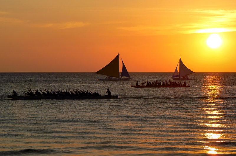 Boracay Busy Sunset.jpg