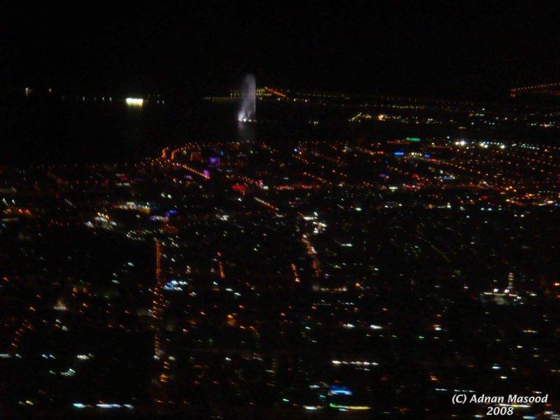 Jeddah_Fountain_and_city.JPG
