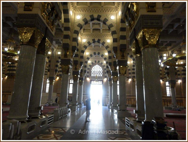 Inside_Masjid_Nabvi_06.jpg