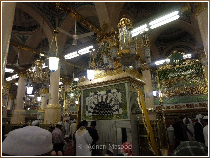Inside_Masjid_Nabvi_03.jpg