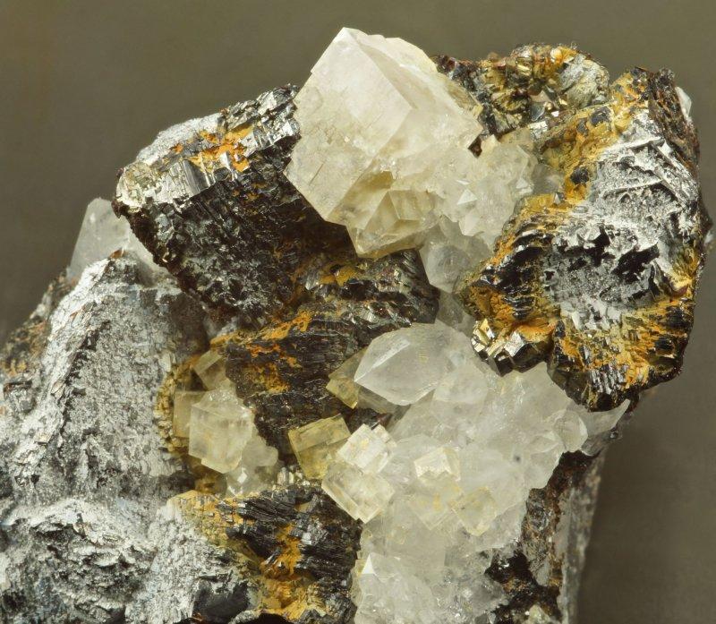 Brianyoungite on sphalerite, with fluorite and quartz, Boundary Cross Vein, Rampgill Mine, Nenthead, Alston Moor.