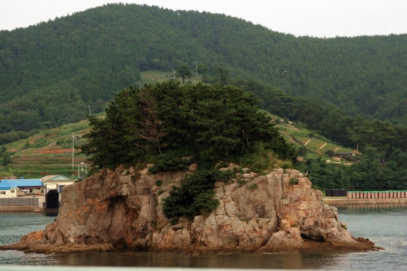 Adm Lee Took off his Robe in this island.JPG