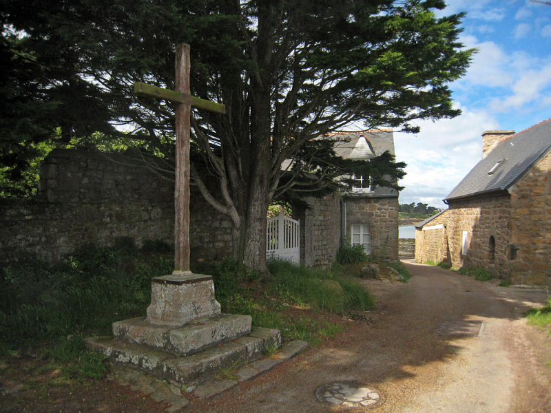 Keranroux road cross