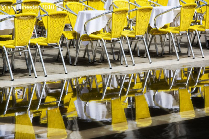OH106-the yellow chairs of St Marks Square