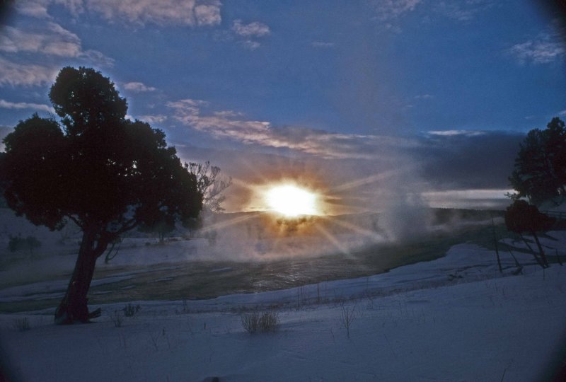 sunrise yellowstone.jpg
