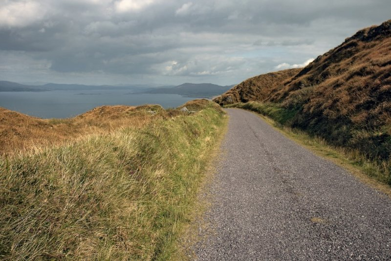 Country road to Dunmanus Bay