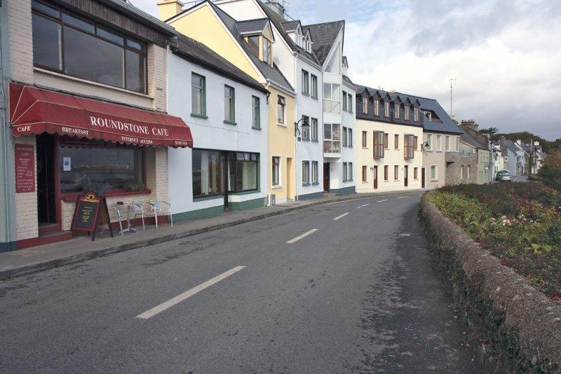 High Street (R341)