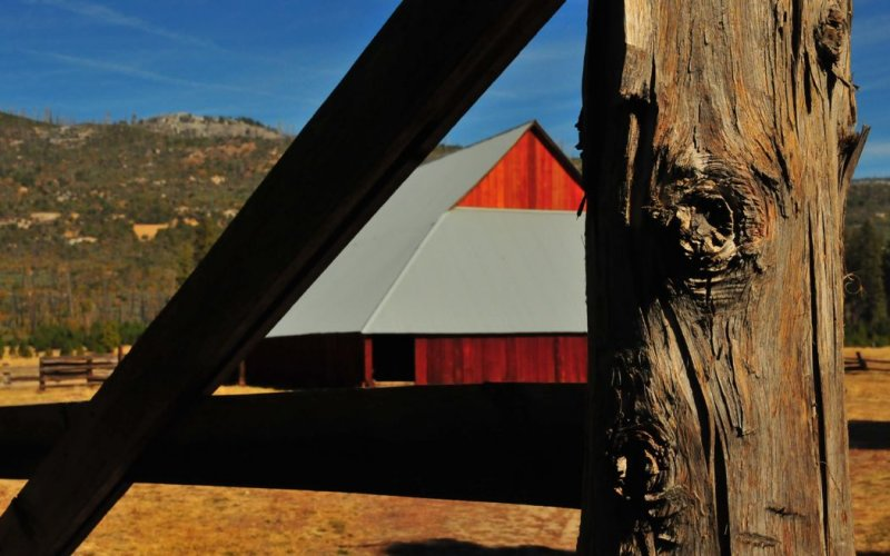 Foresta Barn and Gate