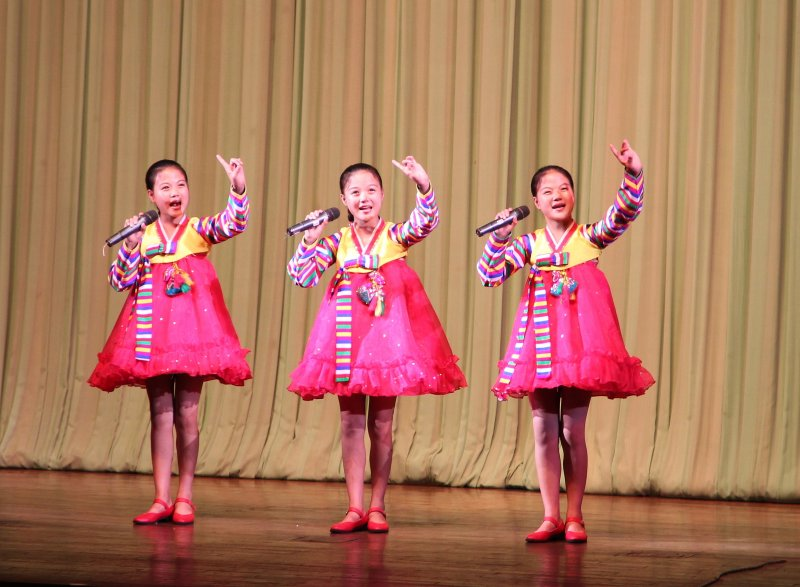 Singing triplets Childrens Palace