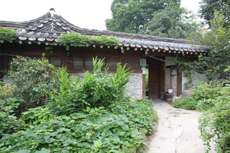 Seoul Guesthouse - The entrance