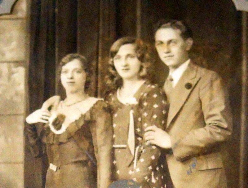 L- My dad his sisters Tessie and Estelle.jpg