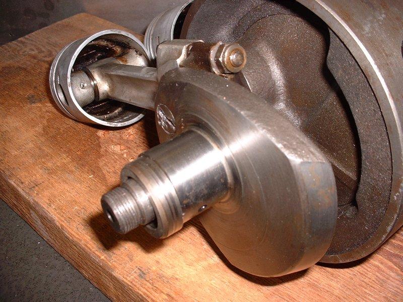 Triumph 500cc Speed Twin Crankshaft, pistons.