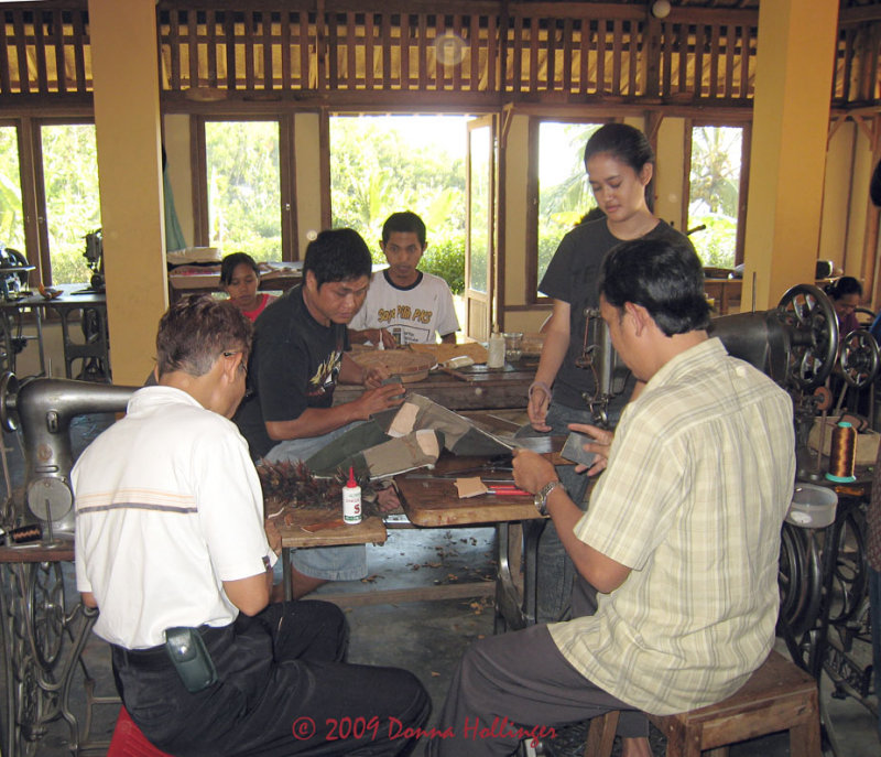 Diatri Watching Designers Cutting Shoulder Bags