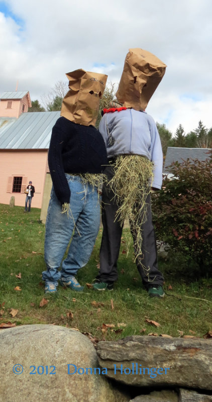 Two Live Scarecrows, livening up the AppleFest