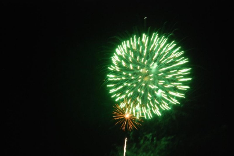 Canada Day 2010 Fireworks at Bronte Harbour Oakville -08.JPG