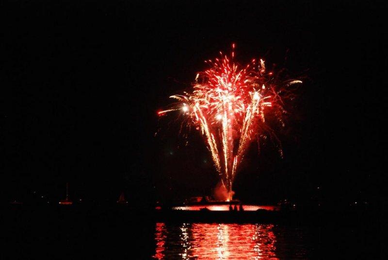 Canada Day 2010 Fireworks at Bronte Harbour Oakville -07.JPG