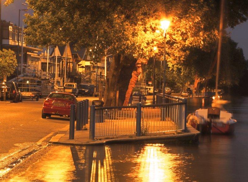 The  Embankment  at  night