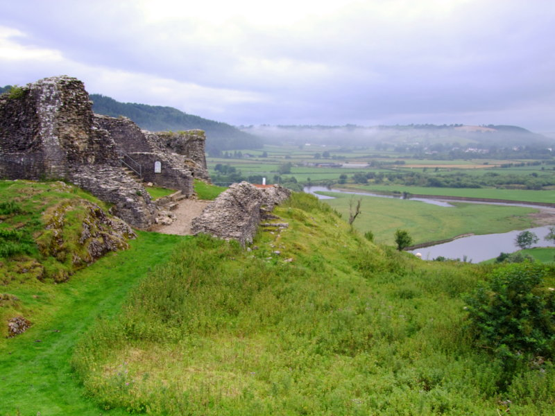 Castell  Dryslwyn   inner  gatehouse..