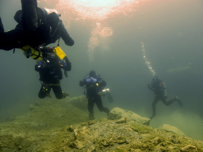 Students gathering for the dive