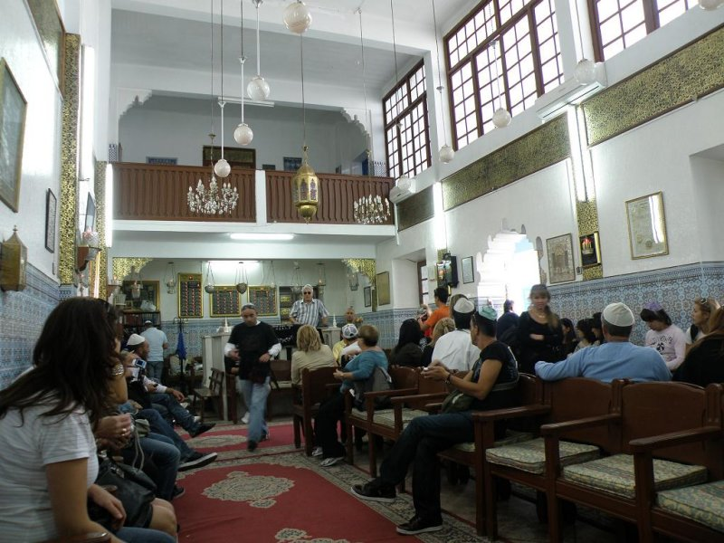 a working synagogue (and a noisy Israeli tour group)
