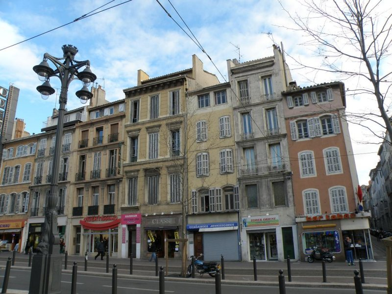 heading down the boulevard Longchamp
