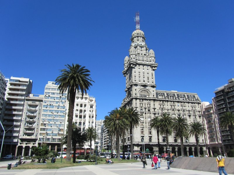 in the Plaza Independencia, with the iconic Palacio Salvo