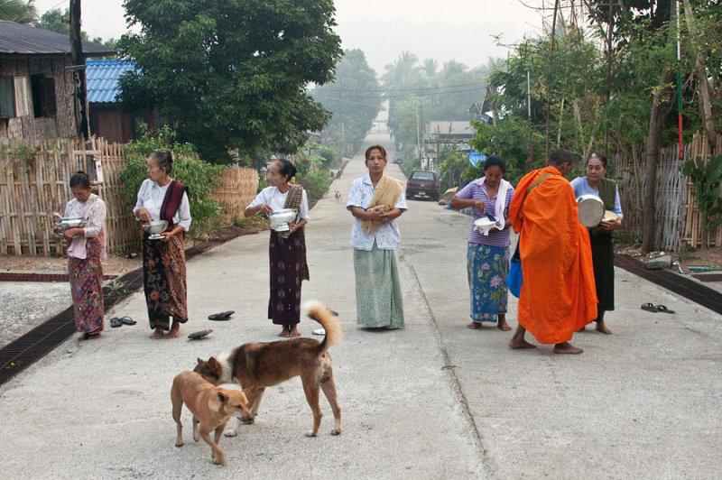 Alms road-Sangklaburi