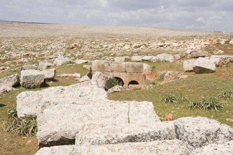 Dead cities from Hama april 2009 8650.jpg