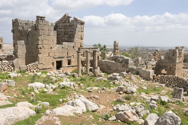 Dead cities from Hama april 2009 8656.jpg