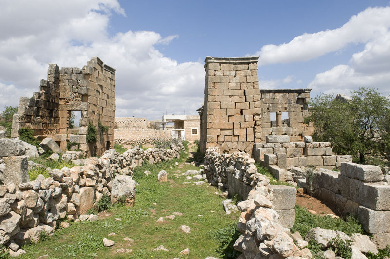 Dead cities from Hama april 2009 8663.jpg