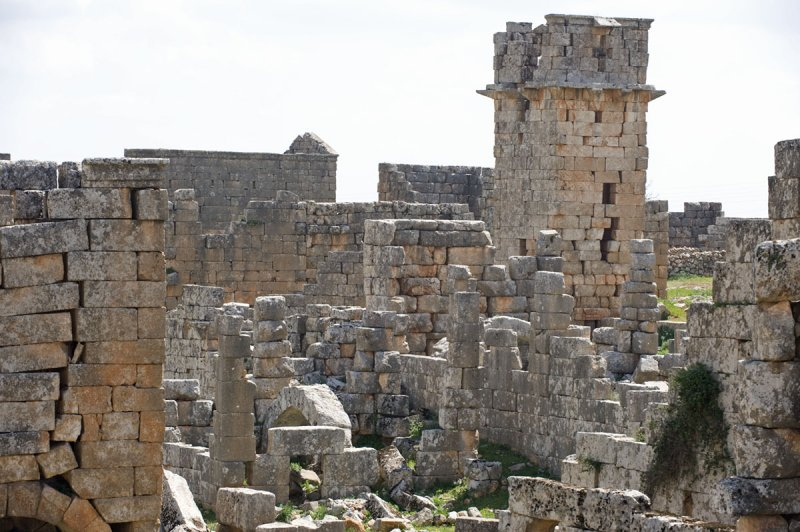 Dead cities from Hama april 2009 8669.jpg