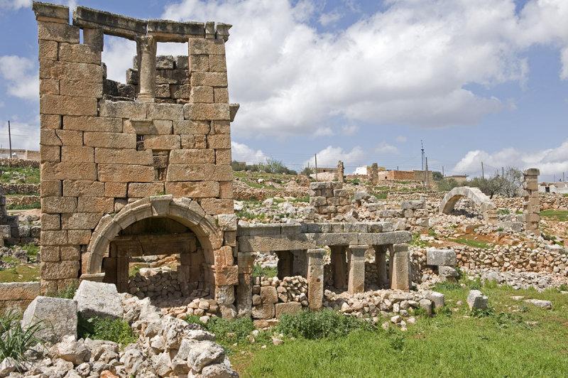 Dead cities from Hama april 2009 8673.jpg