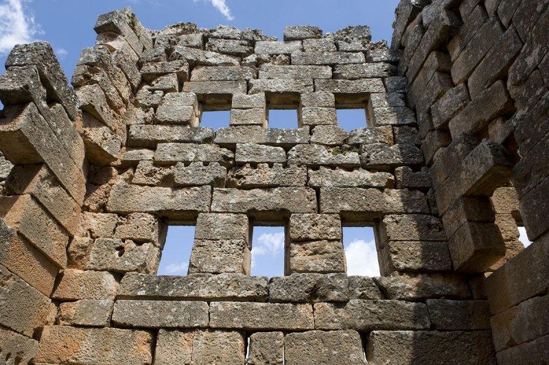 Dead cities from Hama april 2009 8681.jpg