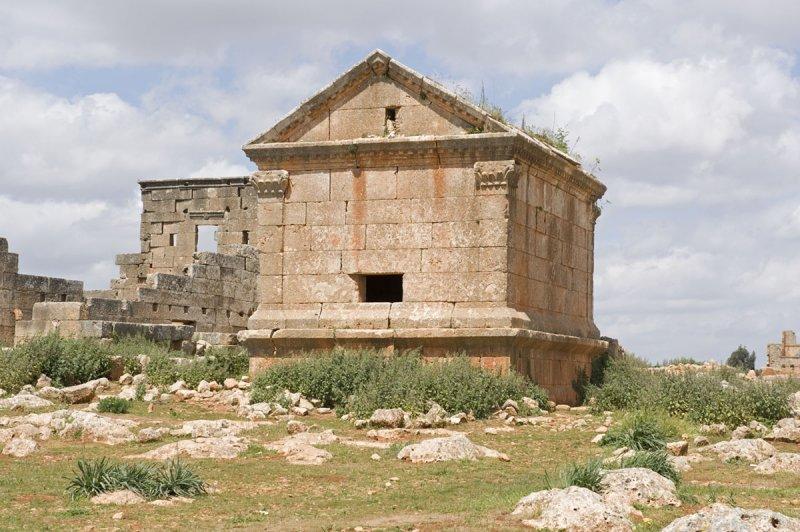 Dead cities from Hama april 2009 8694.jpg