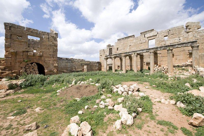 Dead cities from Hama april 2009 8702.jpg