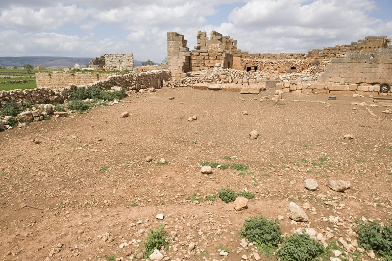 Dead cities from Hama april 2009 8704.jpg