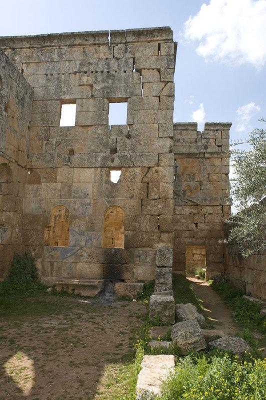 Dead cities from Hama april 2009 8748.jpg