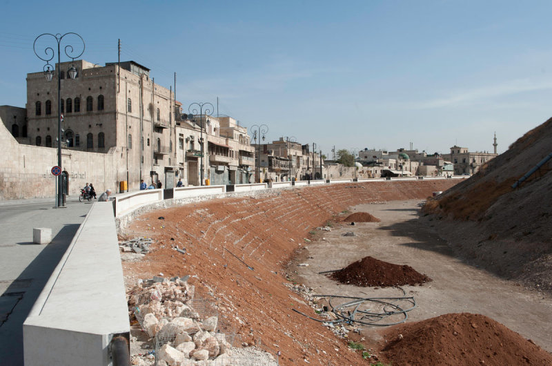 Aleppo Citadel september 2010 9920.jpg
